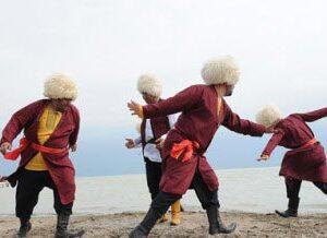 دانلود پاورپوینت در مورد آداب و رسوم اقوام مختلف ایران