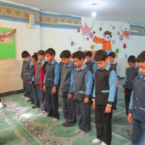 بررسی حل مسأله نماز جماعت و چگونگی تشویق و ترغیب دانشآموزان به این امر
